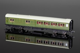 Hornby Model Railways SR Green Maunsell Four Compartment 3rd Class Coach R4394B