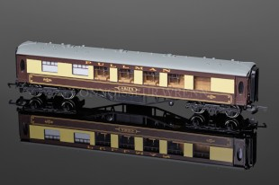 "Wrenn W6002 Brake 2nd Class ""PULLMAN"" Aries Passenger Coach"