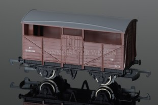 Wrenn BR BROWN 8 TON CATTLE WAGON Rolling Stock W4630