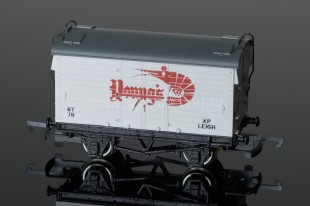 "Wrenn Mica B Van ""YOUNGS "" Refrigerated Rolling Stock W5052"