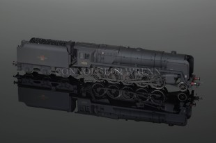 Hornby Model Railways 9F 2-10-0 Standard Loco Weathered ref.R2200