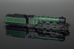 "Hornby ""Cameronian"" A3 4-6-2 Pacific Class LNER Green Locomotive model R2103"