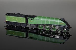 "Wrenn W2209 ""Golden Eagle"" A4 Pacific LNER Apple Green Locomotive"