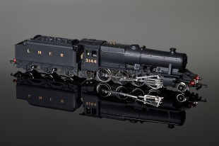 Wrenn LNER WARTIME BLACK 3144 Class 8F 2-8-0 Freight Locomotive W2240