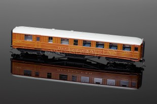 Hornby Model Railways LNER TEAK BUFFET CAR (21608) R4173