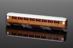 Hornby Model Railways LNER TEAK Corridor 3rd Class Coach (364) R4172A