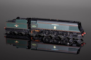"Hornby Model Railways ""Winston Churchill"" Battle Britain Class Locomotive R2385"