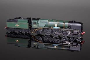 "Hornby Model Railways ""17 SQUADRON"" Battle Britain Class SUPER DETAIL R2587"