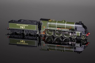 "Hornby Model Railways ""SIR VALENCE"" King Arthur Class N15 SUPER DETAIL Locomotive R2836"