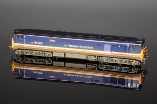 "Hornby DCC ""NETWORK SOUTHEAST"" 50 002 Class 50 WEATHERED Loco R2429"