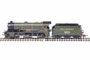 "Hornby DCC READY 4-4-0 Schools Class ""CHARTERHOUSE No.903 model R2742"