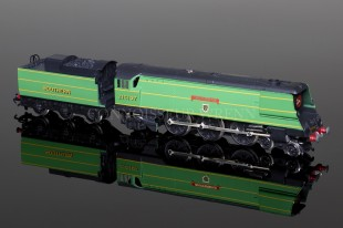 "Wrenn ""Wadebridge"" SR Green 4-6-2 Streamlined Bulleid Pacific Loco W2305"