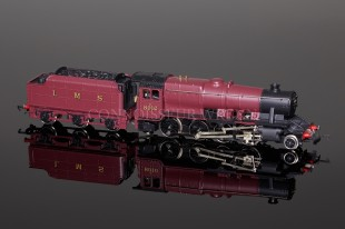 Wrenn LMS Maroon no.8016 Class 8F Freight Locomotive model W2272