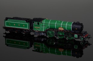 Bachmann LNER Darlington Green V2 Stepped Tender Green Howard model 31-560