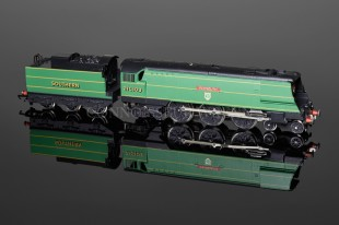 "Wrenn W2266 ""PLYMOUTH "" Streamlined Bulleid Pacific 4-6-2 Locomotive"