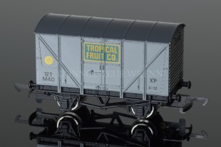"Wrenn Ventilated Van ""TROPICAL FRUIT CO"" 12T YELLOW SPOT W5063"