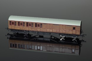 Hornby Model Railways Thompson Suburban Brake 3RD Class Coach R4574