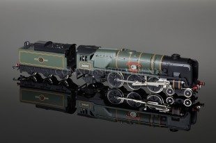 "Wrenn ""Sir Eustace Missenden"" Limited Edition 4-6-2 Bulleid Battle of Britain Loco W2402"