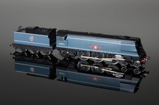 "Wrenn ""Royal Mail"" Streamlined Bulleid 4-6-2 BR Blue Ltd Edition W2411"