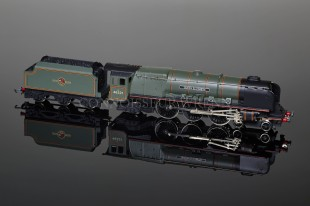 "Wrenn ""Queen Elizabeth 46221"" Duchess Class 8P 4-6-2 BR Green model W2299"