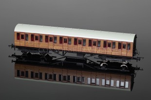Hornby Model Railways Thompson Suburban THIRD Class Coach R4573
