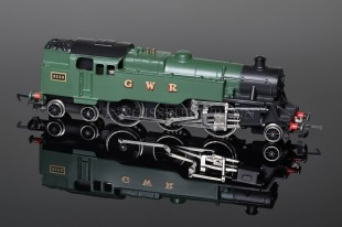 Wrenn W2220 GWR Green Standard Tank 2-6-4t running number 8230 Locomotive