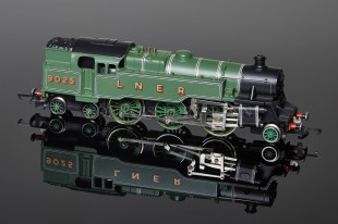 Wrenn LNER Green Standard Tank 2-6-4t running number 9025 Locomotive W2271