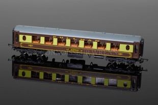 "Wrenn Brake 2nd Class Brown Table ""PULLMAN"" AQUILA Passenger Coach W6001"