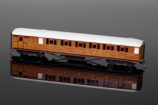Hornby Model Railways LNER TEAK Corridor Brake Coach (32558) R4170A