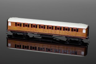 Hornby Model Railways LNER TEAK Corridor 3rd Class Coach (24398) R4172D