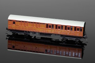 Hornby Model Railways LNER Gresley Suburban 3rd Class Coach (3731) R4518
