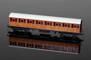 Hornby Model Railways LNER Gresley Suburban 3rd Class Coach (3182) R4516
