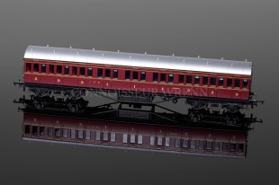 Hornby Railways LMS Maroon Non-Corridor Composite Coach model R4656