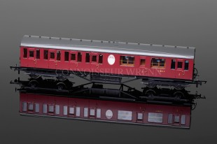 Hornby BR Thompson Suburban Lavatory Composite Coach model R4575A