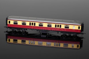 Hornby Model Railways BR Hawksworth Coach 1st Class W 8114 W ref. R4493