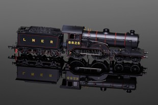 Hornby Railways LNER 4-4-0 D16 Class Loco running no. 8825 model R3233