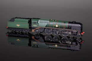 "Hornby Railways BR Merchant Navy Class ""French Line"" 35019 Locomotive R2528"