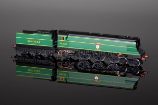 "Hornby Model Railways ""Blackmoor Vale"" Battle Britain Class SUPER DETAIL R2219"