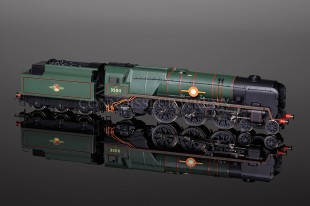 "Hornby Railways BR Merchant Navy Class ""General Steam Navigation"" model R2466"