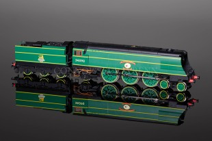 """Hornby BR """"SIR EUSTACE MISSENDEN"""" 34090 West Country Class R2692"""