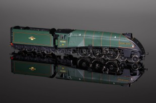 "Hornby Railways ""Golden Plover"" BR Green  A4 Pacific no.60031 model R2340"