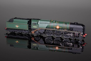 "Hornby Model Railways BR Merchant Navy Class ""Blue Star"" 35010 Locomotive R2710"