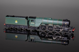 Hornby DCC BR Green A3 Locomotive Windsor Lad 60035 model R2341