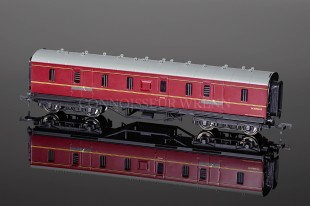 Bachmann Branch-Line Model Railways BR Maroon (EX LMS) 50ft Parcels Van 34-325A